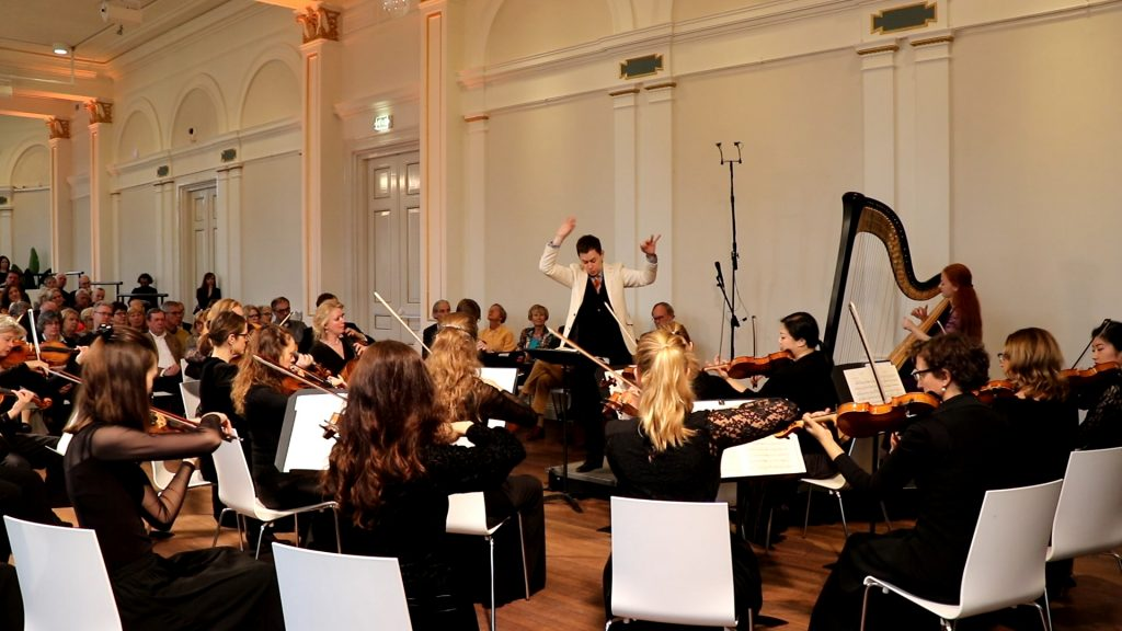 Inge van Grinsven met Sinfonia Rotterdam in het Wereldmuseum in Rotterdam